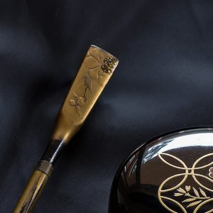 Antique Japanese Gold Lacquer Kanzashi